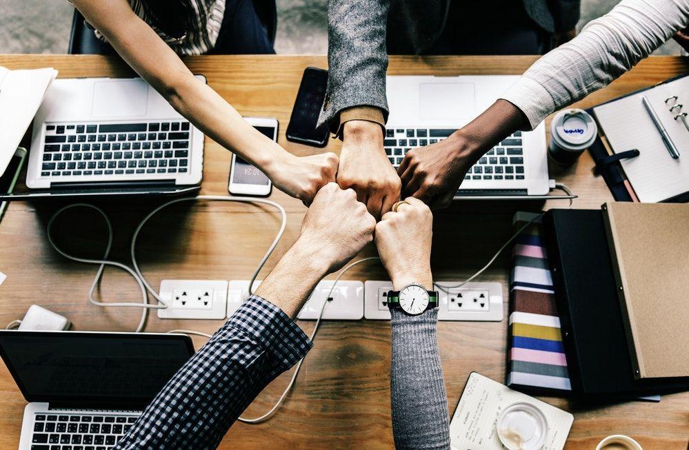 Escritórios colaborativos e a facilidade das comunicações